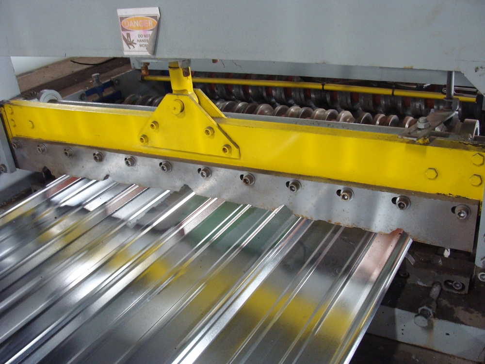 """Lot 6 - CSC roll former/roof profiler with 13 stands, 37"""" width s/n 04161981 W/ UNCOILER (Unit 2)"""
