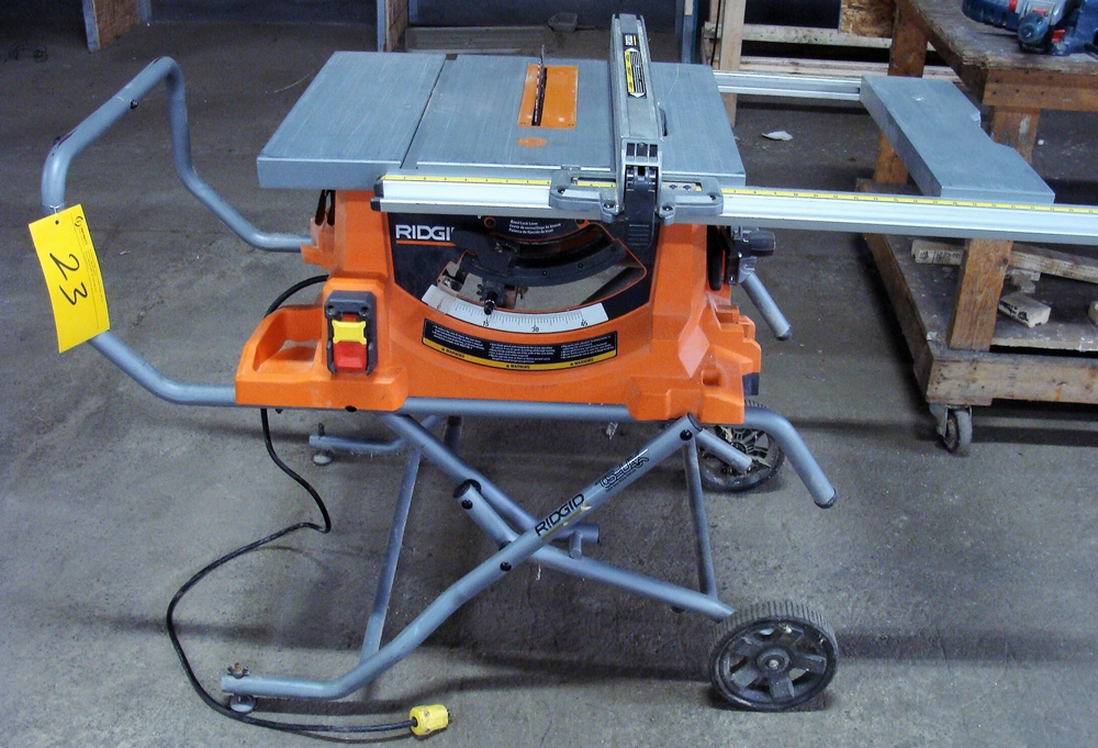 Lot 23 - RIDGID TABLESAW, COLLAPSABLE & PORTABLE