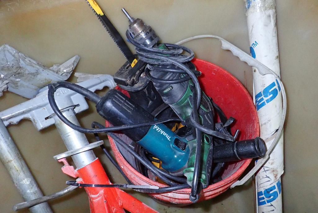 Lot 1624 - Poly tub with tools, reciprocating saw, drill, angle grinder, Rigid pipe stand, manual conduit bende