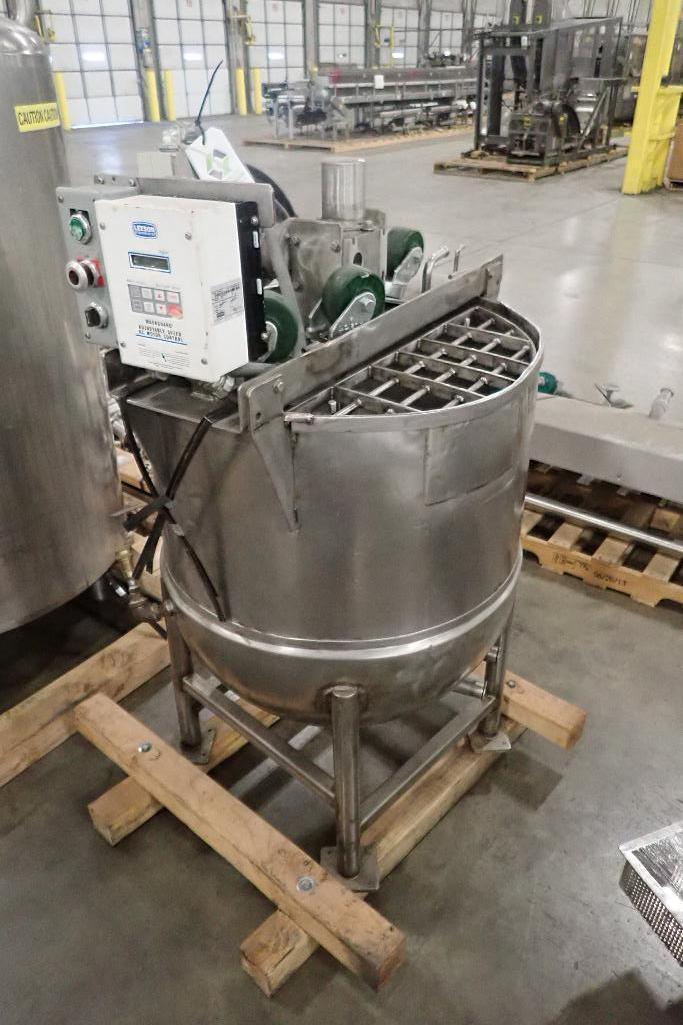 Lot 1064 - 1961 Groen 80 gal jacketed kettle, SN65565-15, 40 psi and 300F, 1/2 jacket, top agitation, Leeson ac