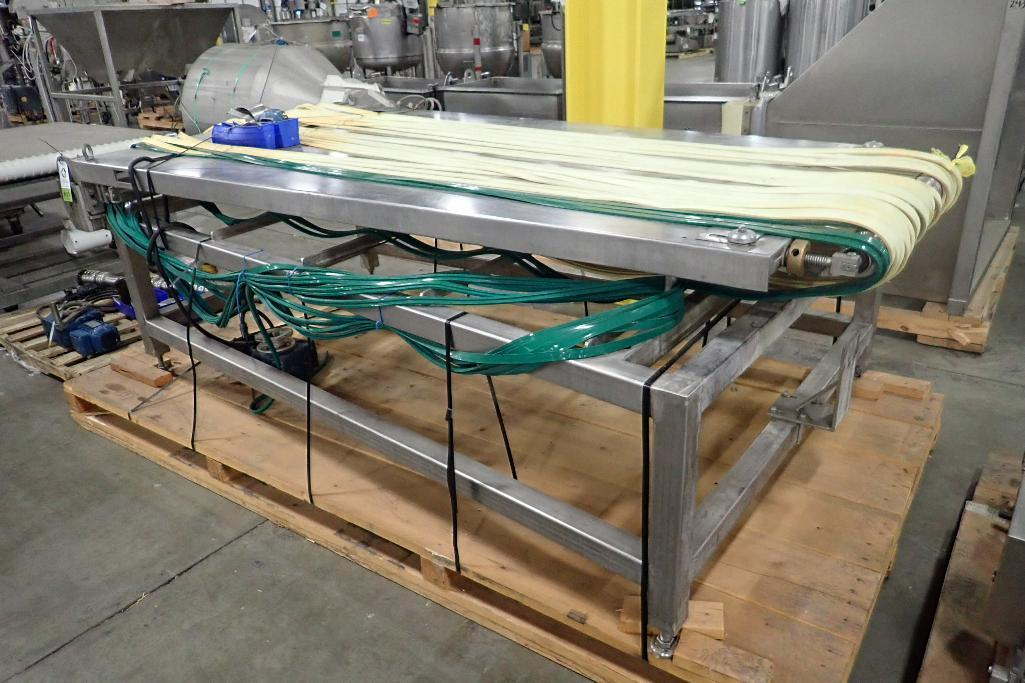 Lot 1037 - Spreader belt conveyor, 120 in. long x 36 in. to 56 in. wide x 39 in. tall, 22 belts, 7/8 in. wide e