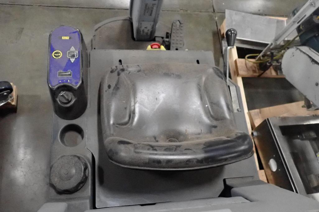 Lot 1015 - Nilfisk-Advance 24 volt floor scrubber, Model ADVENGER 2800 D-C ST, SN 3000009072. **Rigging Fee: $2
