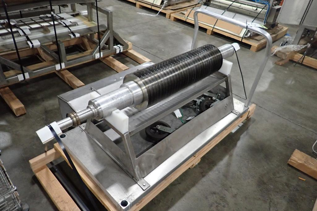 Lot 1022 - SS slitter mandrel, 1 meter wide, 1 1/8 in. slits. **Rigging Fee: $50** (Located in 3703 - Eagan, MN