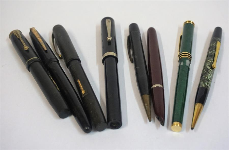 Lot 124 - A Mixed Lot Of Vintage Fountain Pens, to include a Parker fountain pen with 14k gold nib, also