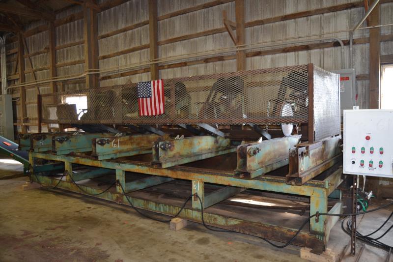 Lot 61 - FALCON MODEL MT-165 5 HEAD MULTIPLE TRIM SAW W/ 7.5 HP MOTORS W/ BLOCK & STOCK CONVEYOR W/ CONTROLS