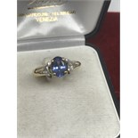 HIGH QUALITY 18ct GOLD TANZANITE FLANKED BY TWO TRILLION CUT DIAMONDS
