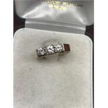 BEAUTIFULLY DESIGNED 3 STONE 0.50ct DIAMOND RING 18ct GOLD