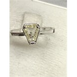 18ct WHITE GOLD SET WITH ONE TRILLION CUT YELLOW DIAMOND SI2 1.19ct