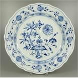 großer runder, tiefer Teller, Zwiebelmuster, Meissen, nach 1934, D.32,3cm, unterglasurblaue