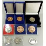 """9 Medaillen, Magdeburg, teilweise im Etui, u.a. 20 und 10 Jahre DDR - """"Magdeburg die Stadt des"""