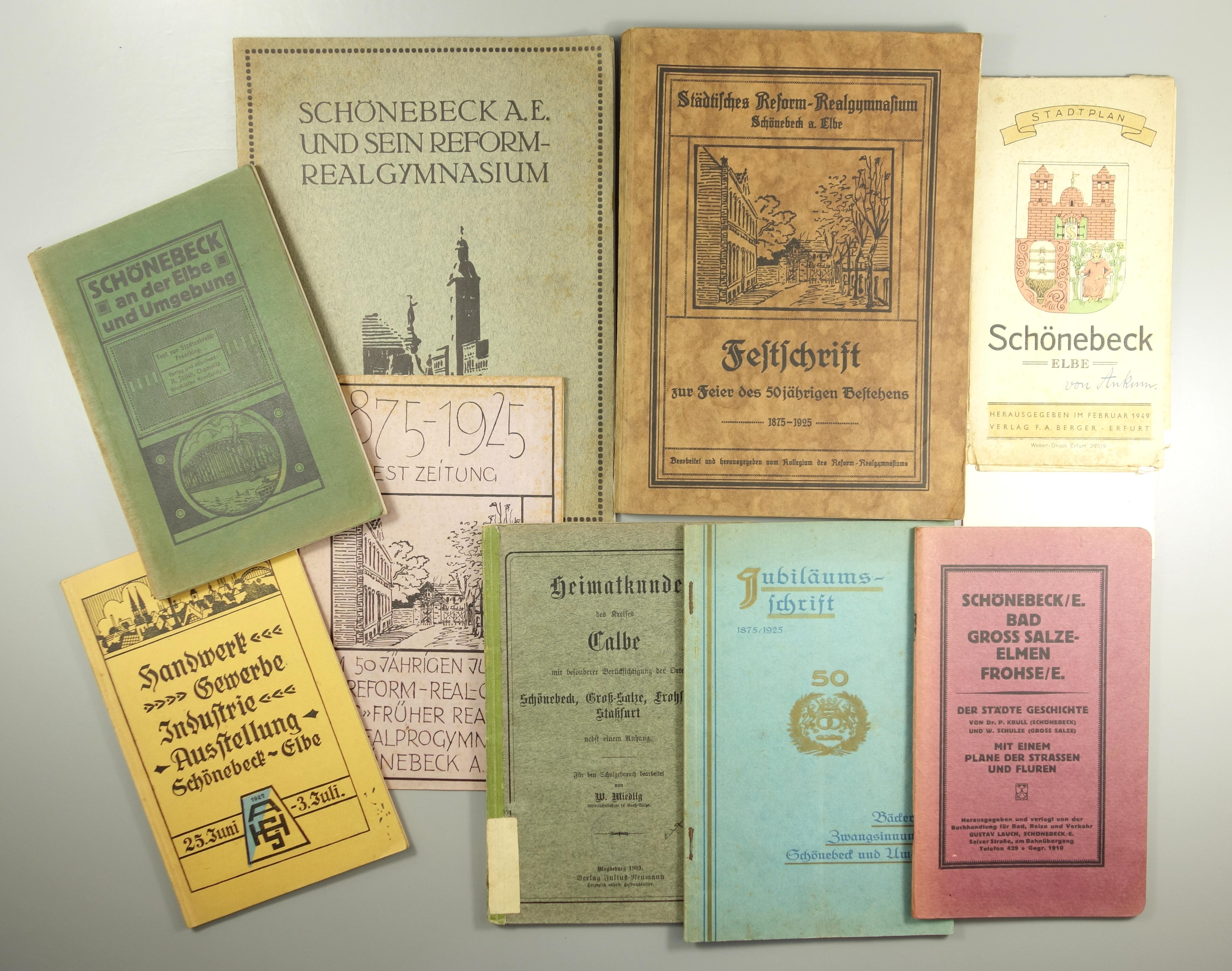 Konvolut Bücher und Broschüren über Schönebeck bei Magdeburg, um 1920/1940, u.a. 3* Reform-