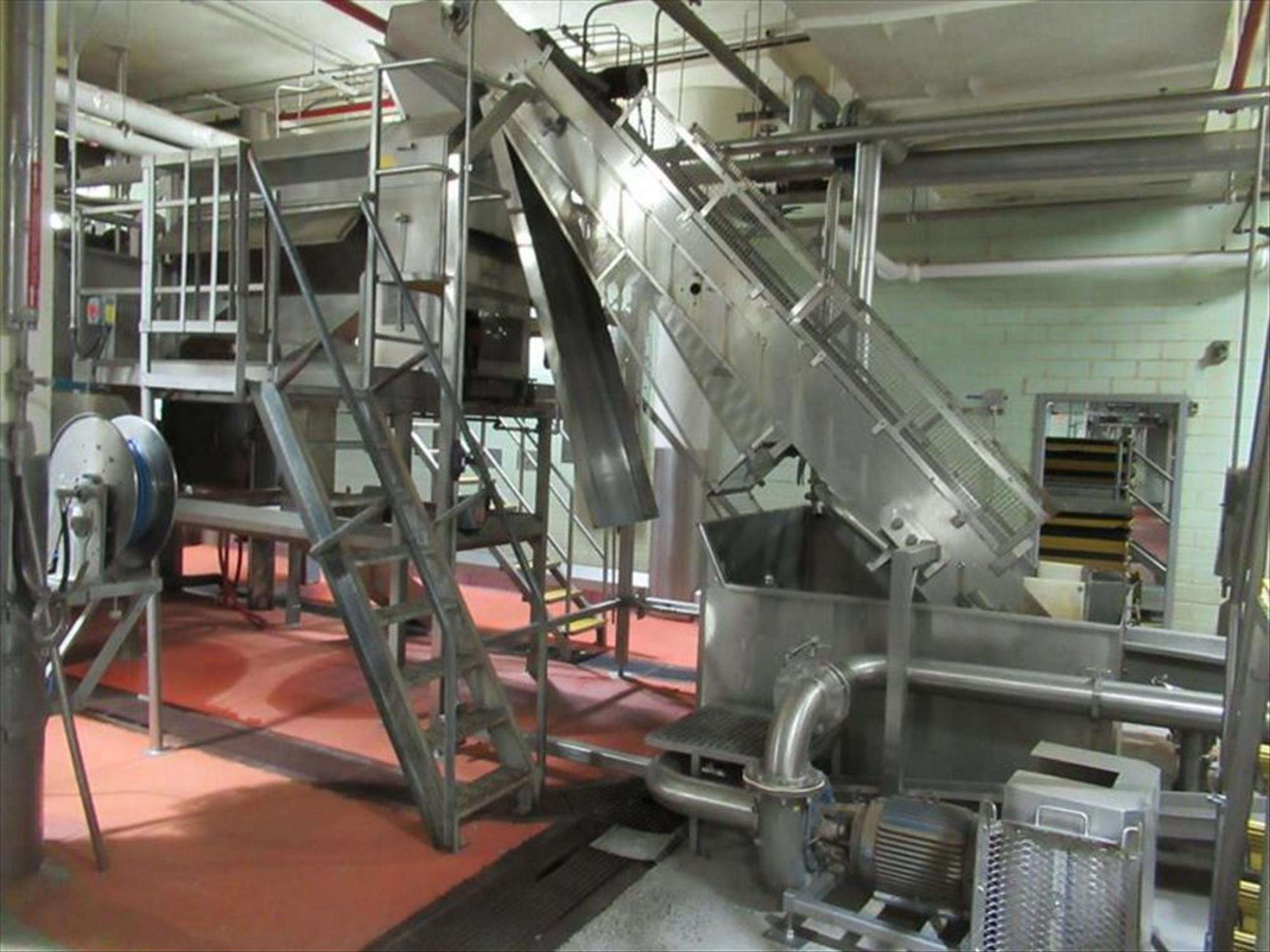 Dewatering / destoner wash tank system include 24 in w x 15 ft l x 14 ft h elevating conveyor with