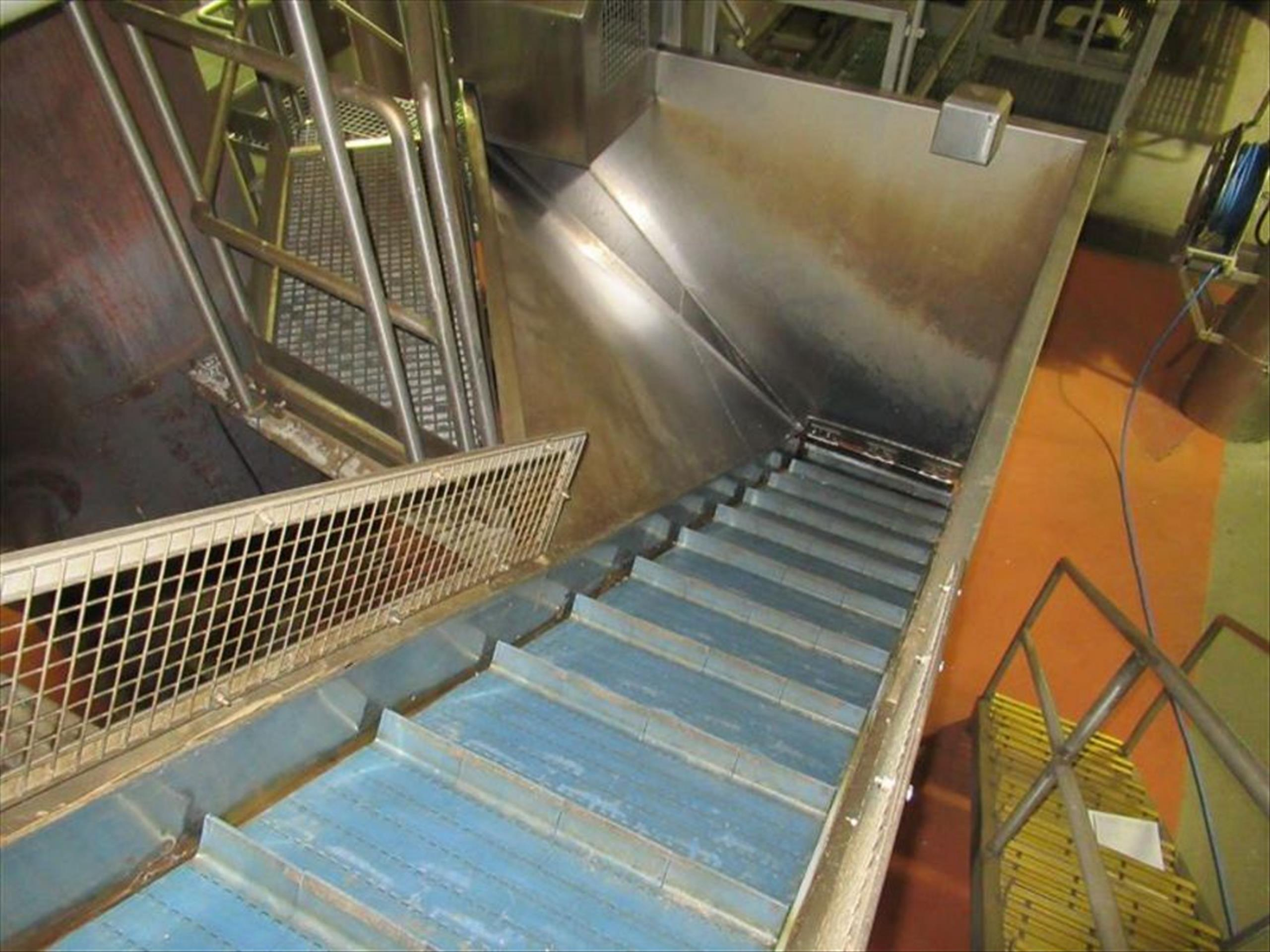 Thermoplastic hopper elevator conveyor approx 24 in w x 13 ft l x 14 ft h with flighted modular belt - Image 2 of 2