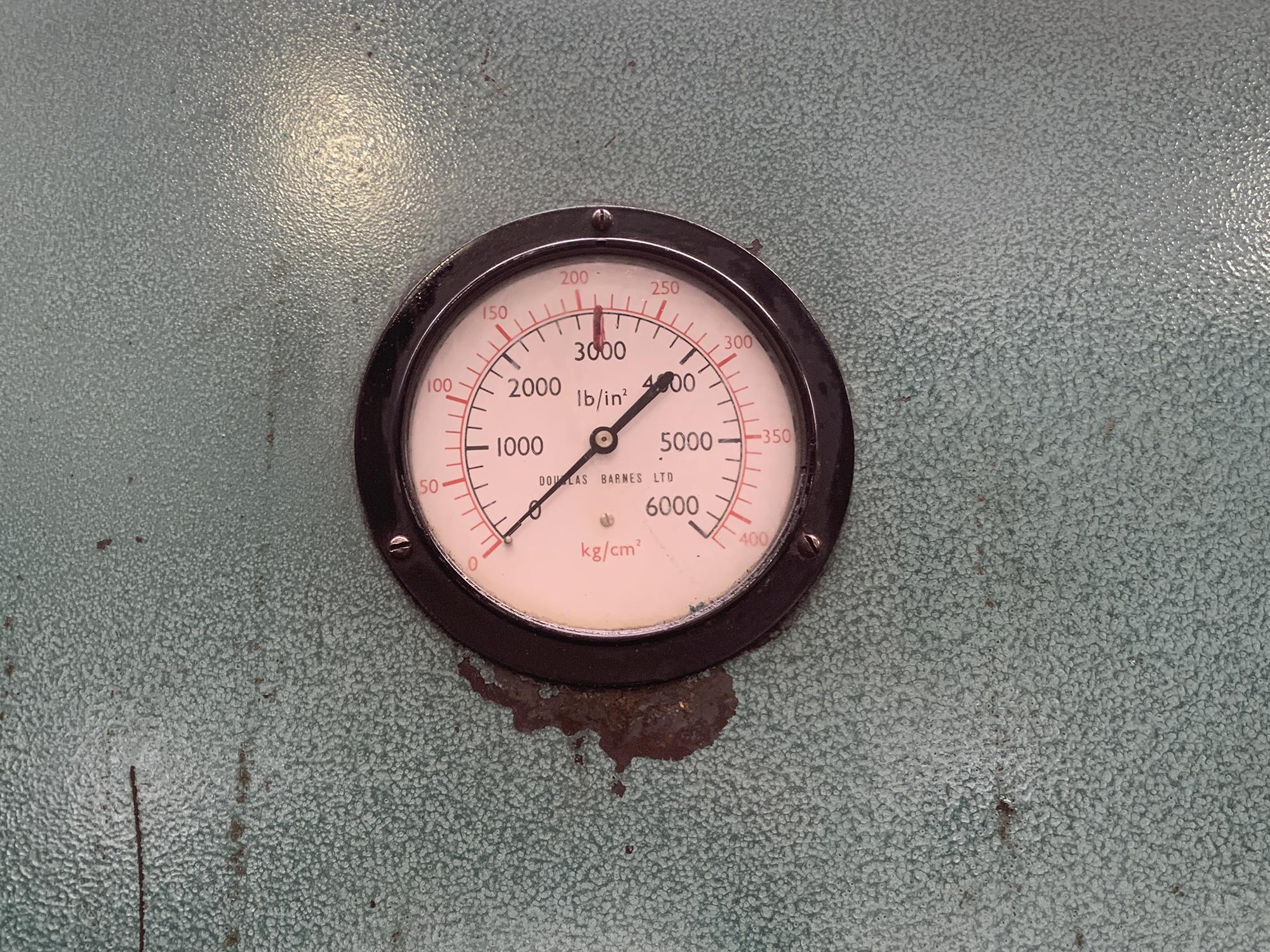 Barnes Hydraulic Press. 100 Ton Capacity. 24'' x 48'' Platen Size. - Image 5 of 5