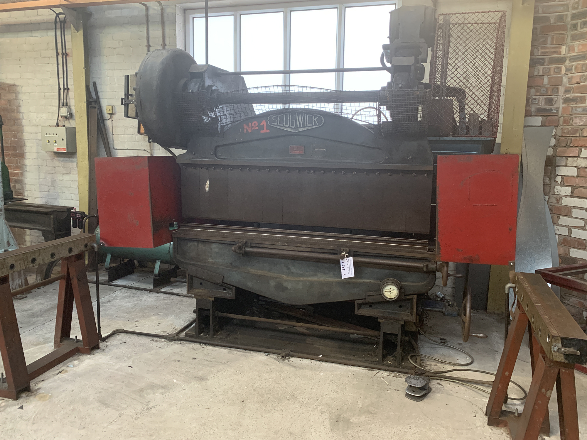 Sedwick Press Brake. 72'' Blade Length.