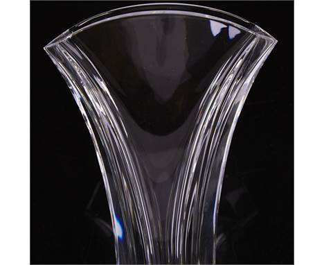 BACCARAT, clear crystal Ginko pattern vase, medium size, in original box, height 24cm.Vase is in unused condition. Box split