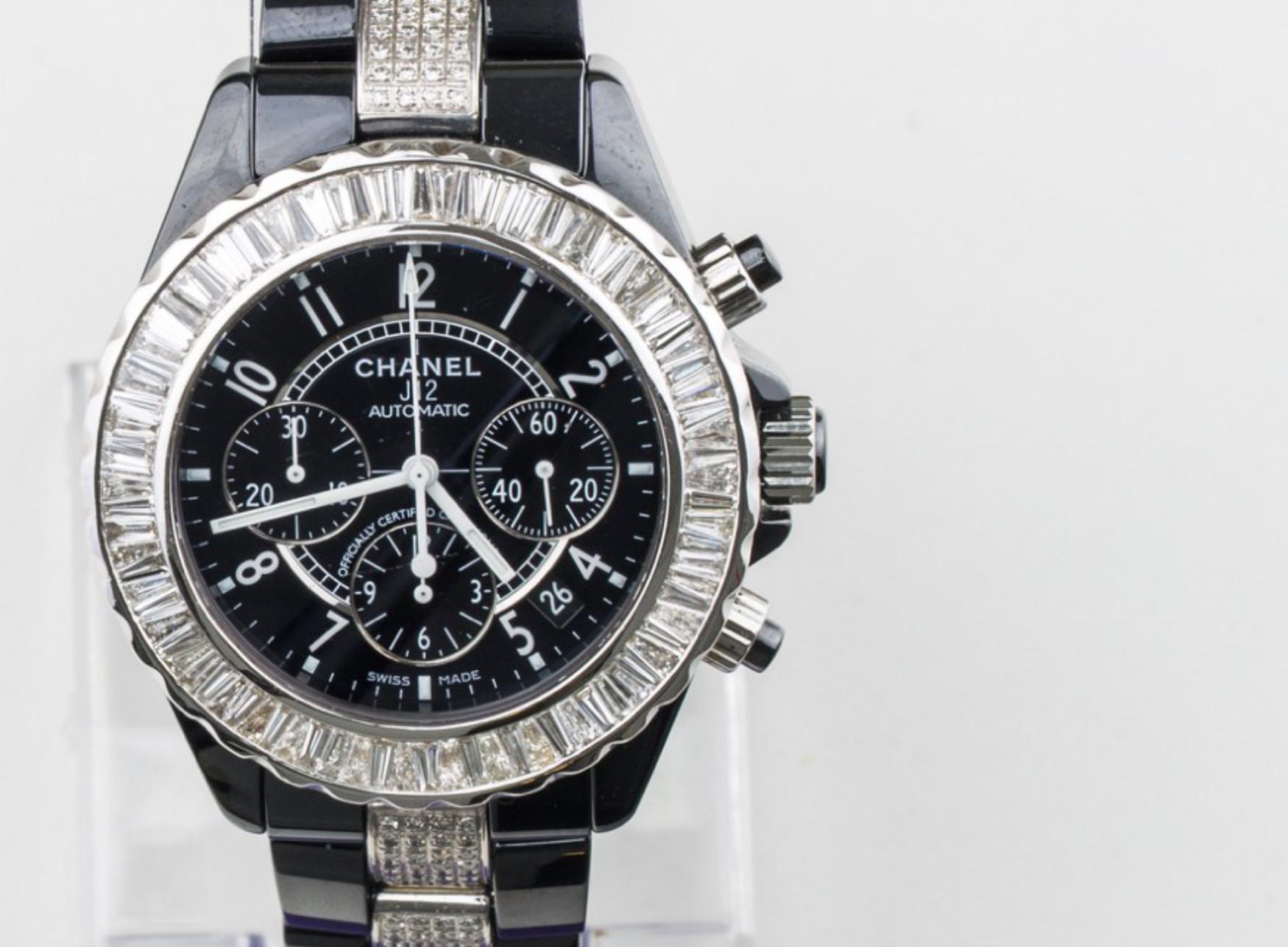 Lot 27 - CHANEL -J12 Unisex Chanel watch