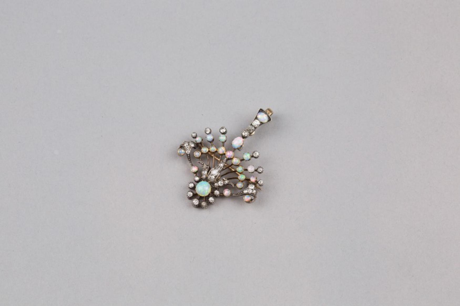 Lot 46 - A 15K Opel Diamond Brooch / Pendant