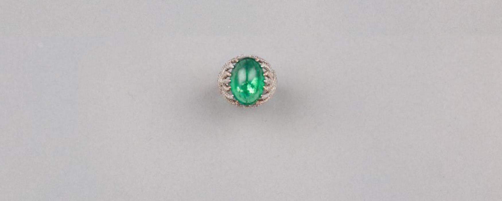 Lot 56 - An Oval-shaped Emerald Diamond Ring