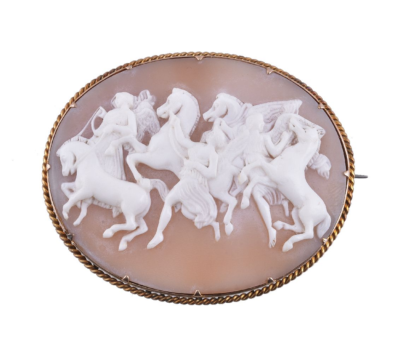 Lot 19 - A Victorian shell cameo brooch