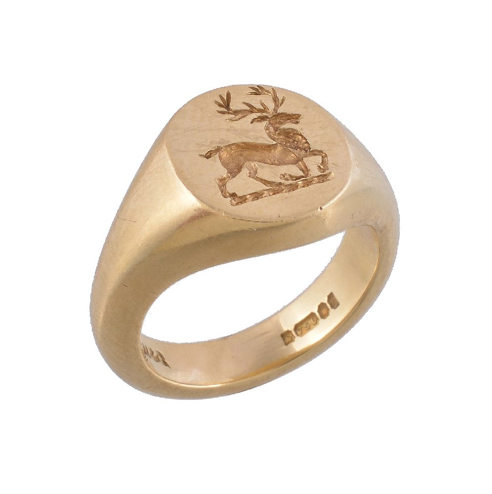 Lot 7 - An 18 carat gold signet ring