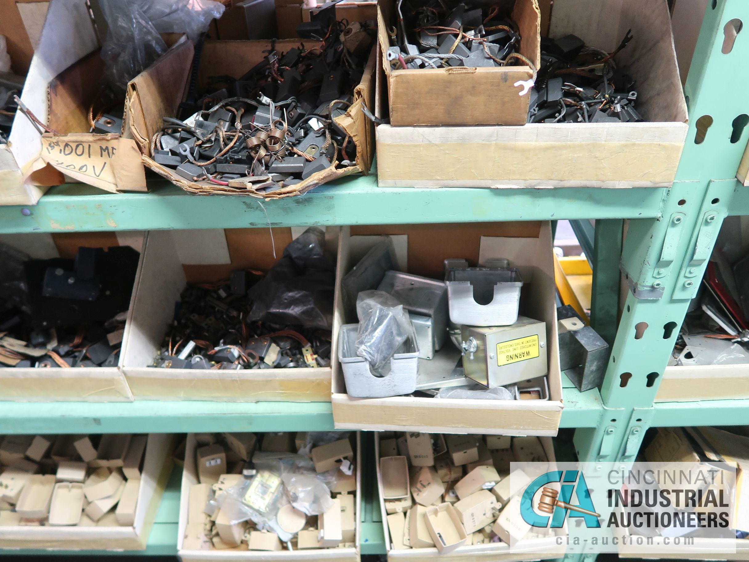 CONTENTS OF (6) RACKS INCLUDING MISCELLANEOUS AUTOMOTIVE PARTS, BREAKS, ROTORS, GASKETS, MOUNTING - Image 25 of 38