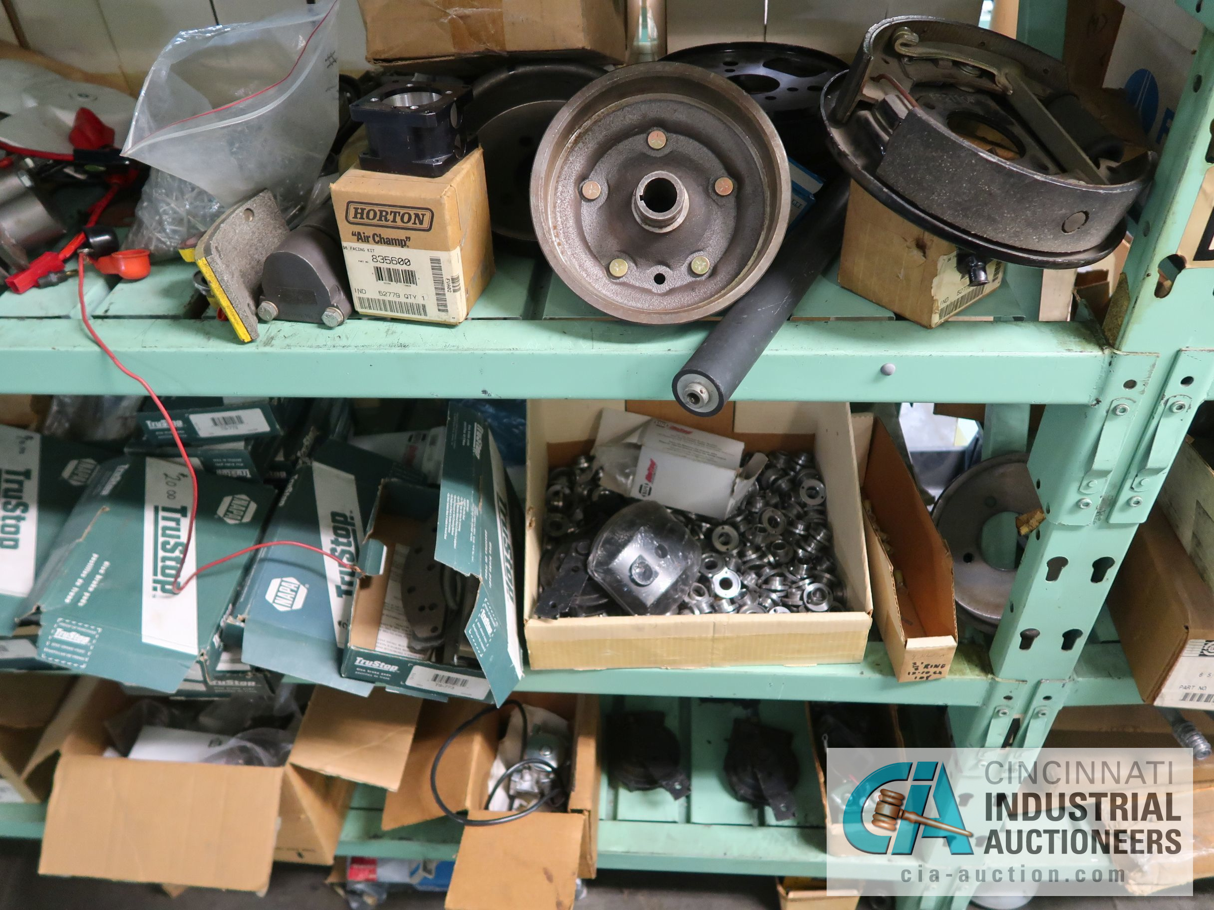CONTENTS OF (6) RACKS INCLUDING MISCELLANEOUS AUTOMOTIVE PARTS, BREAKS, ROTORS, GASKETS, MOUNTING - Image 35 of 38