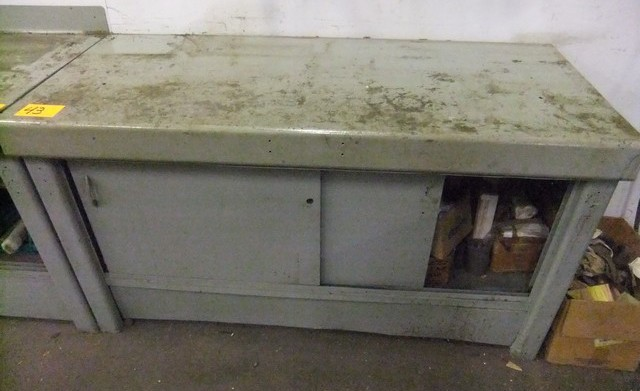 Lot 43 - LOT: METAL CABINET & CONTENTS