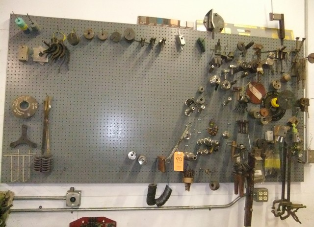 Lot 40 - LOT: CONTENTS OF RACK ON WALL