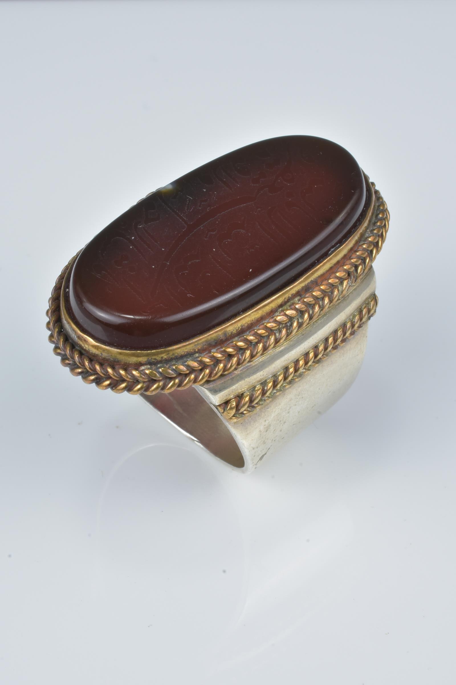 Lot 32 - An Islamic agate stone ring with inscription.