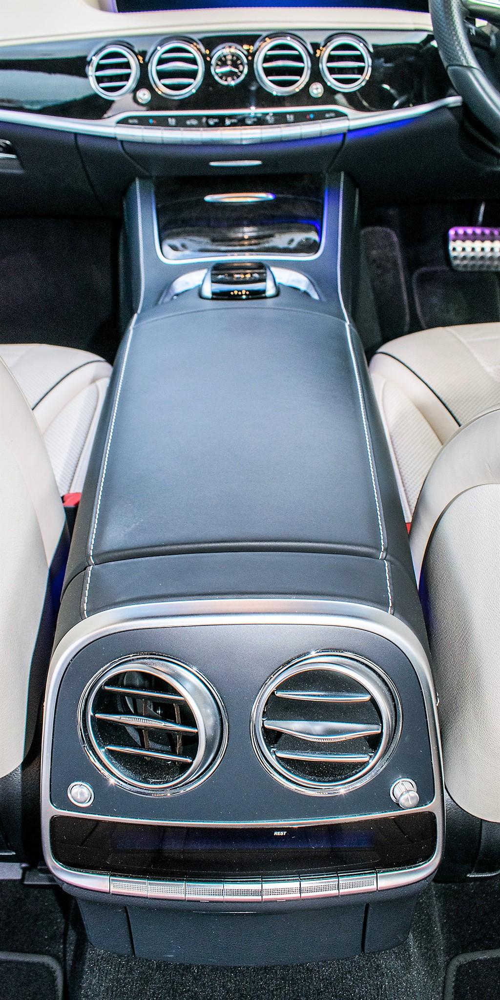 Mercedes Benz S450 L AMG Line Executive auto petrol 4 door saloon car Registration Number: FX68 - Image 29 of 33