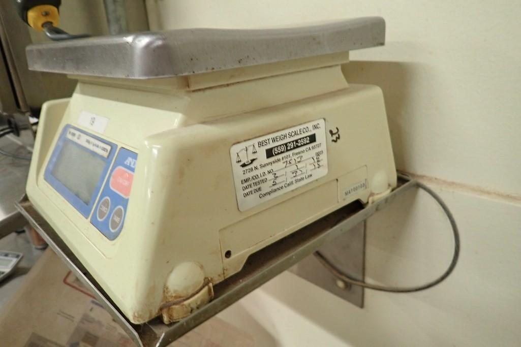 Lot 23 - AND table scale, 4 lb. x .1 oz. capacity. **Rigging Fee: $10**