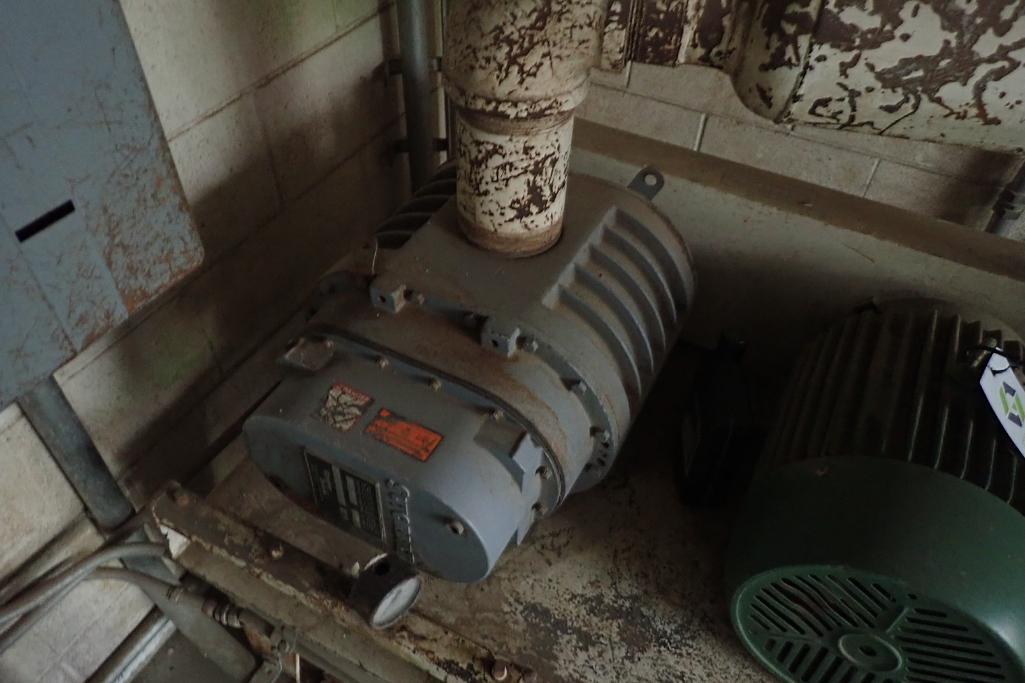 Schick 10 hp blower package, SutorbiltModel: GAELDPA, rotary positive blower. **Rigging Fee: $300** - Image 2 of 7