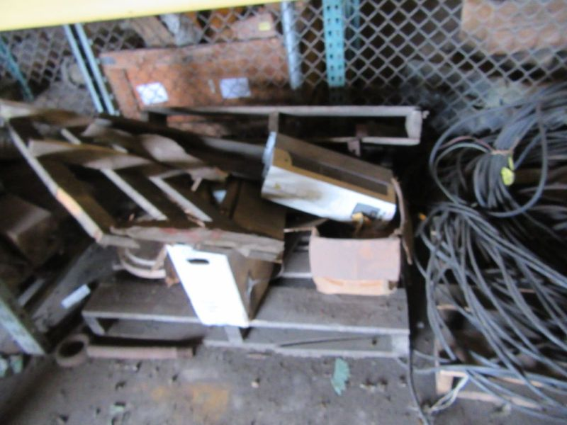 Lot 99 - DRIVE UNIT, ZIRCONIA OXYGEN ANALYZER, SCRAP COPPER & STEEL WIRE, TUBING…