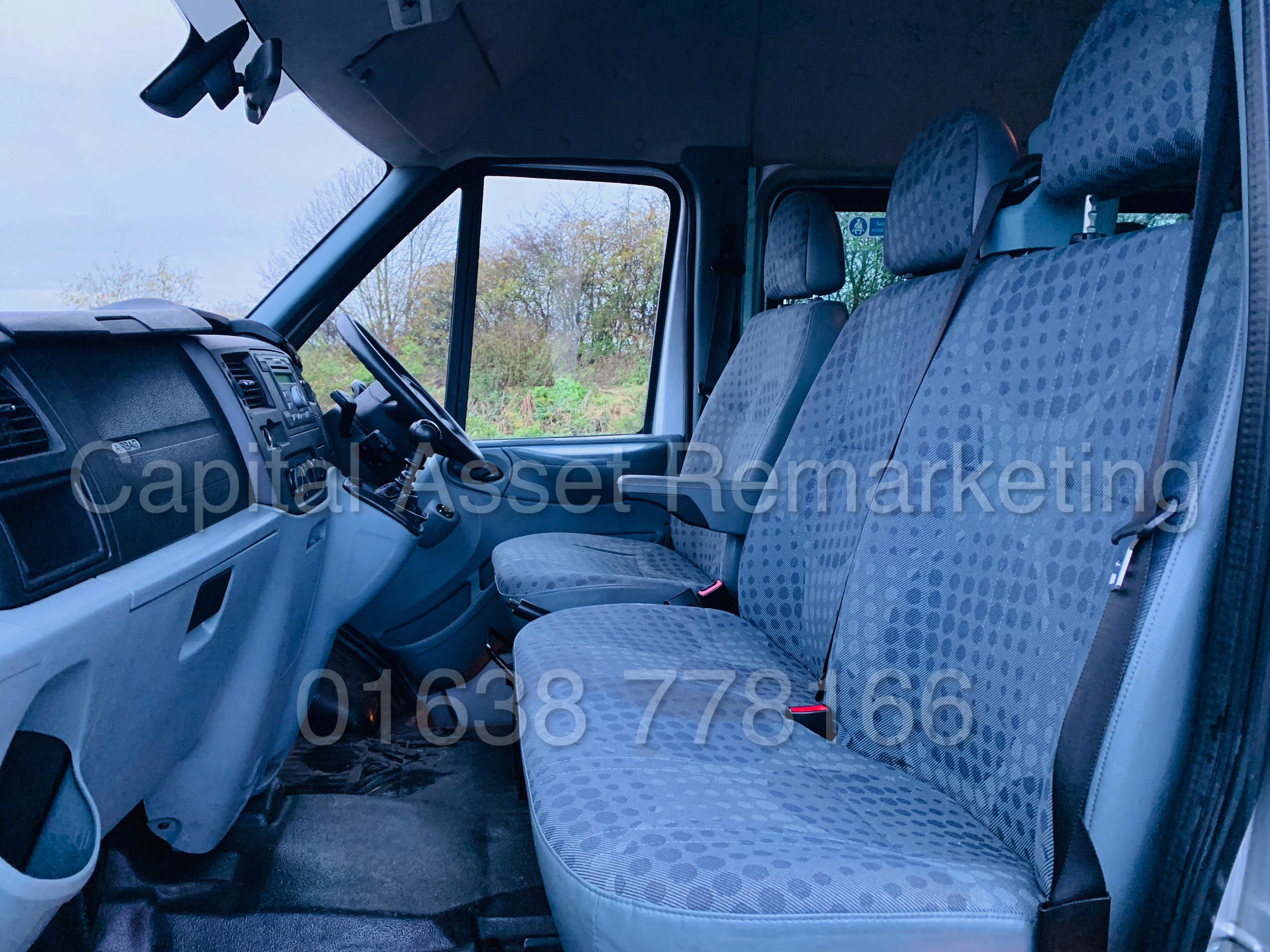 FORD TRANSIT 135 T430 RWD *XLWB -17 SEATER MINI-BUS* (2013) '2.2 TDCI - 135 BHP - 6 SPEED' (1 OWNER) - Image 21 of 43