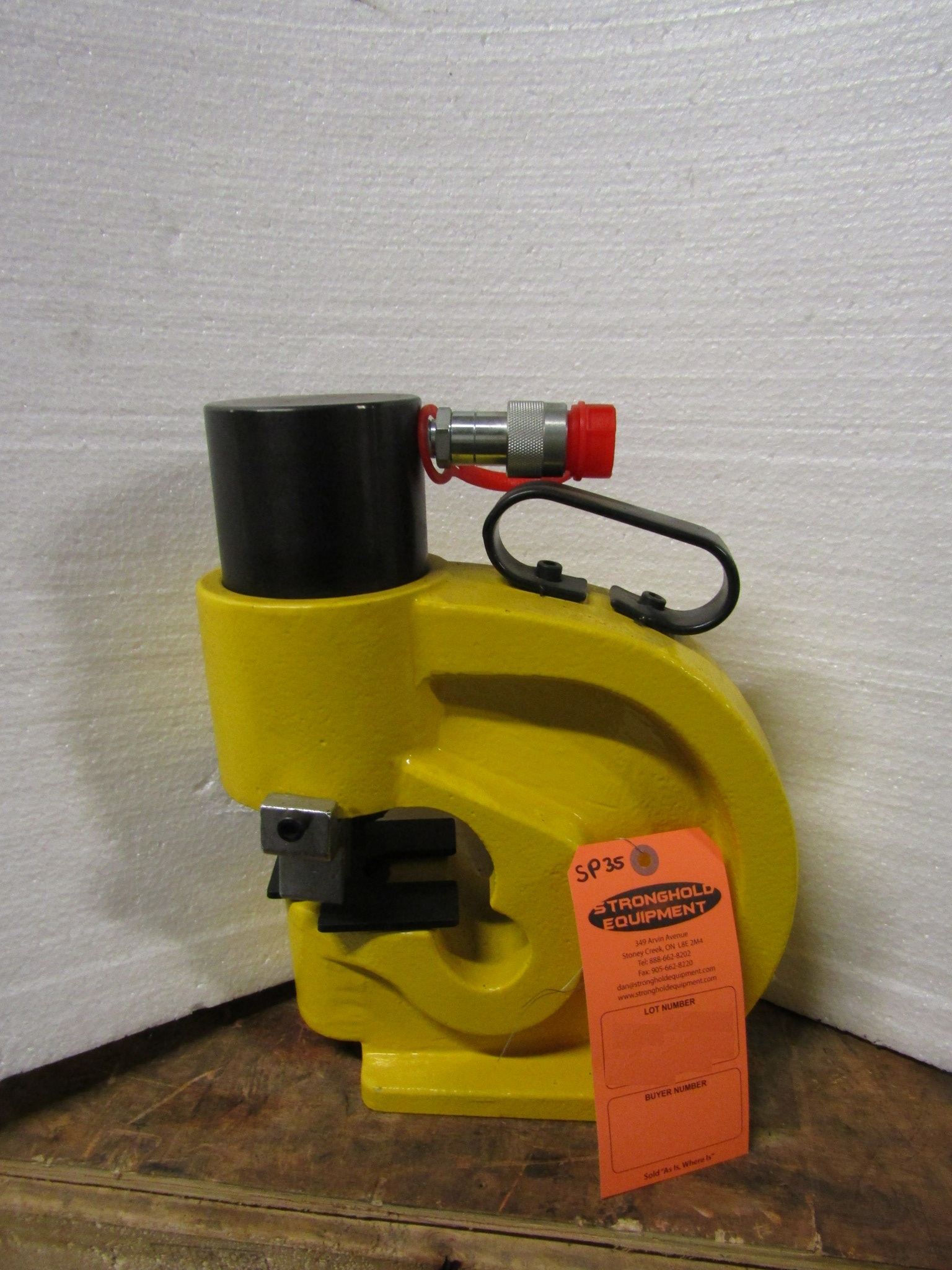 Lot 199 - 35 Ton model SP35 Bench top Hydraulic Punch with extra dies - MINT