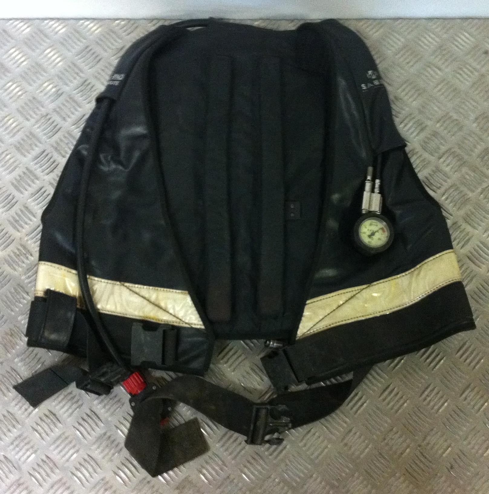 Lot 14 - Sabre Cenpaq Jacket Breathing Set