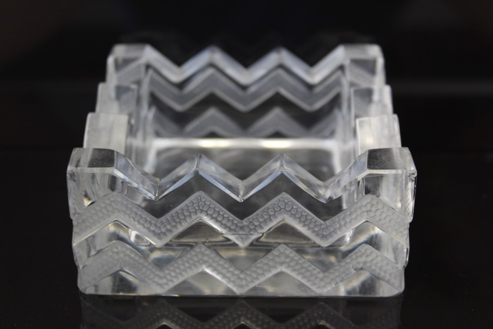 Lot 2006 - Lalique glass pin tray with zig-zag decoration, marked Lalique,