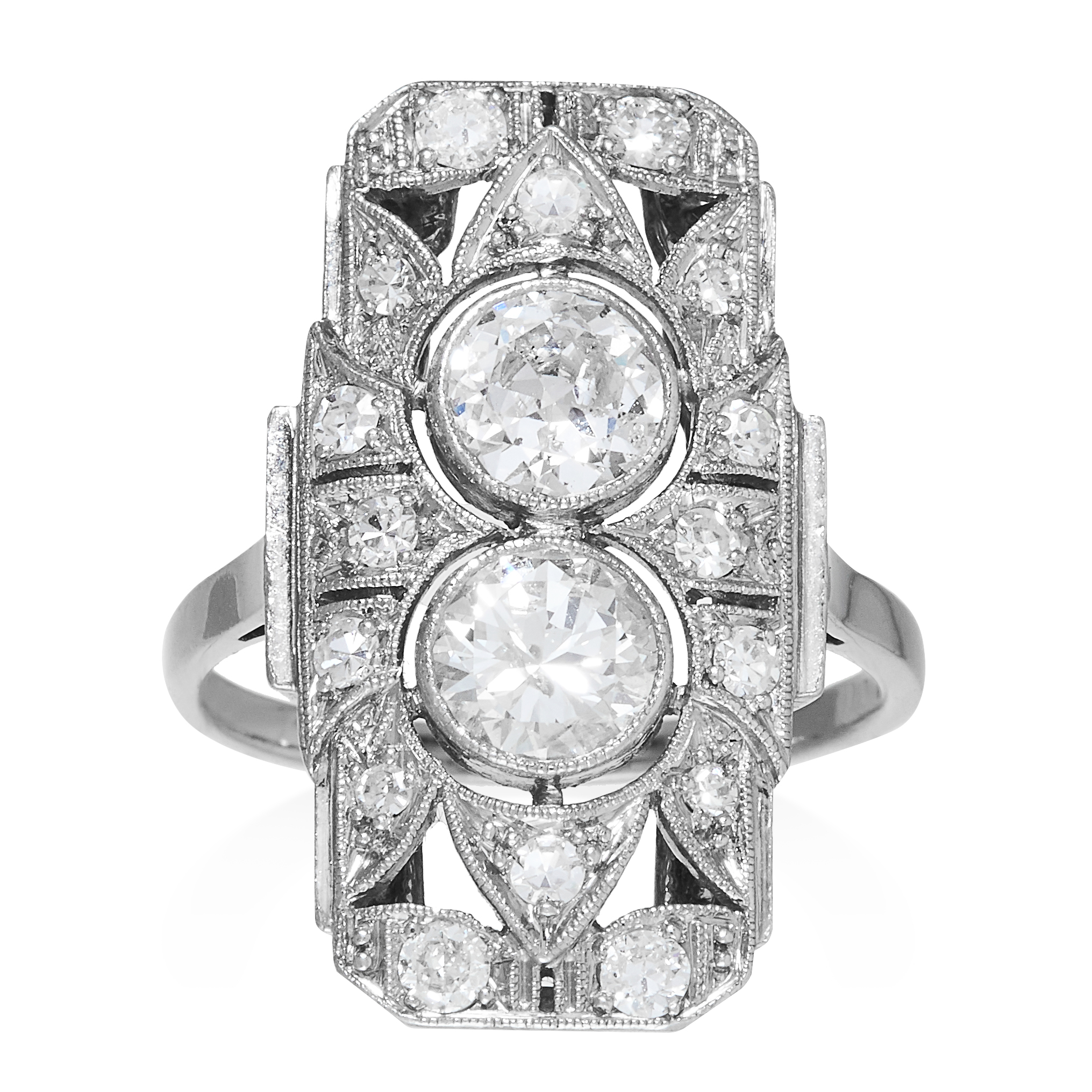 Los 20 - AN ART DECO DIAMOND RING CIRCA 1940 in platinum or white gold, set with two round cut diamonds of