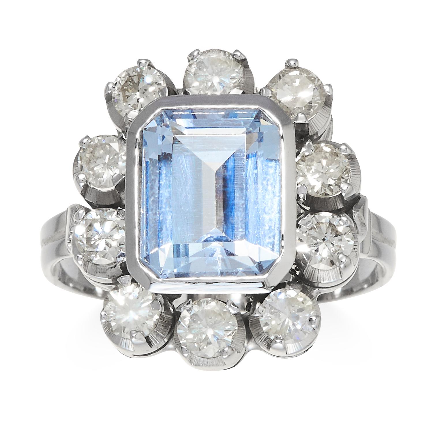 Los 21 - AN ART DECO AQUAMARINE AND DIAMOND RING in platinum or white gold, the emerald cut aquamarine of 2.