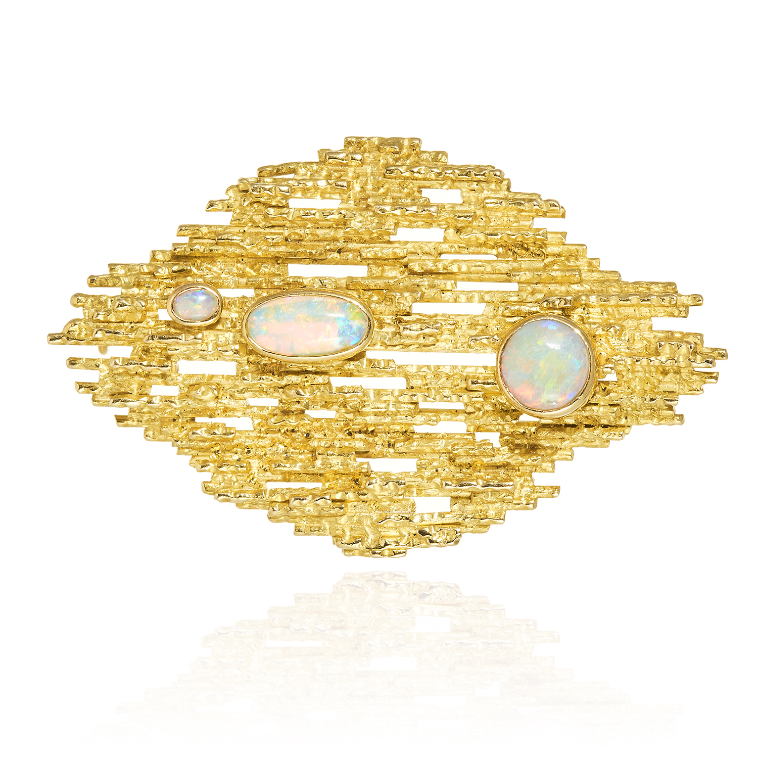 AN OPAL BROOCH / PENDANT, TIFFANY AND CO, CIRCA 1970 in 18ct yellow gold, in Brutalist style, the