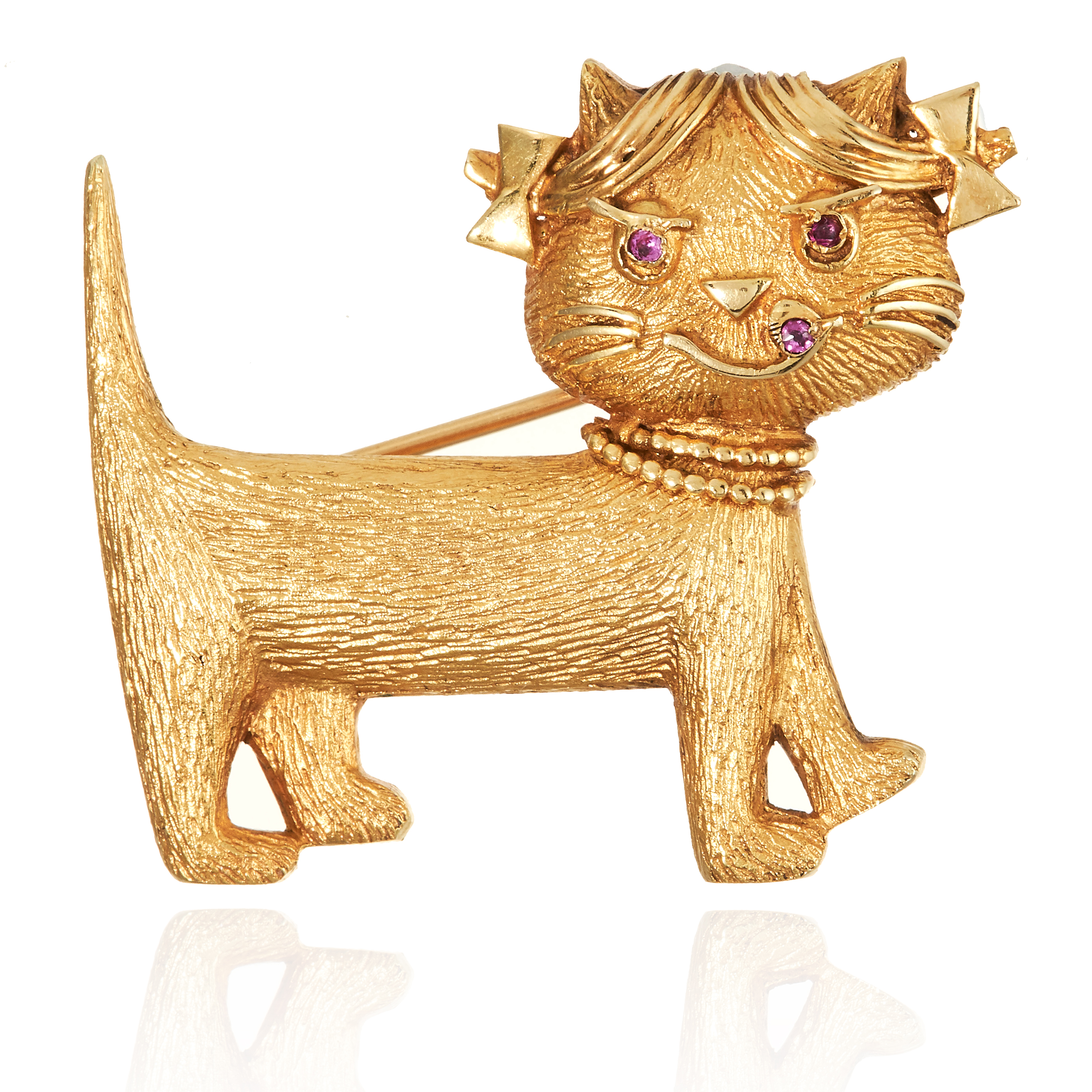 A RUBY CAT BROOCH in 18ct yellow gold, designed as a cat with ruby jewelled eyes and tongue,