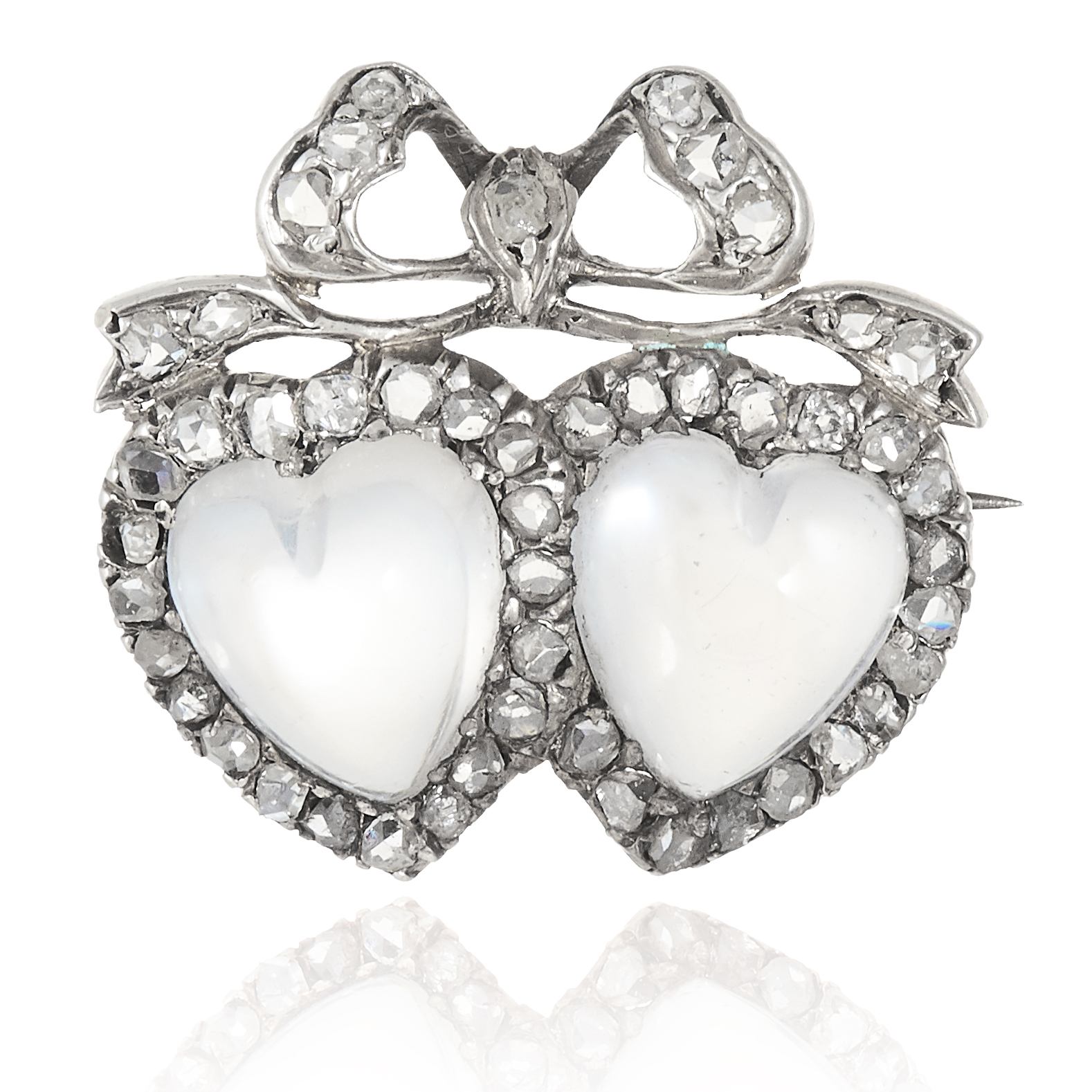AN ANTIQUE MOONSTONE AND DIAMOND SWEETHEART BROOCH in yellow gold, set with two heart-shaped