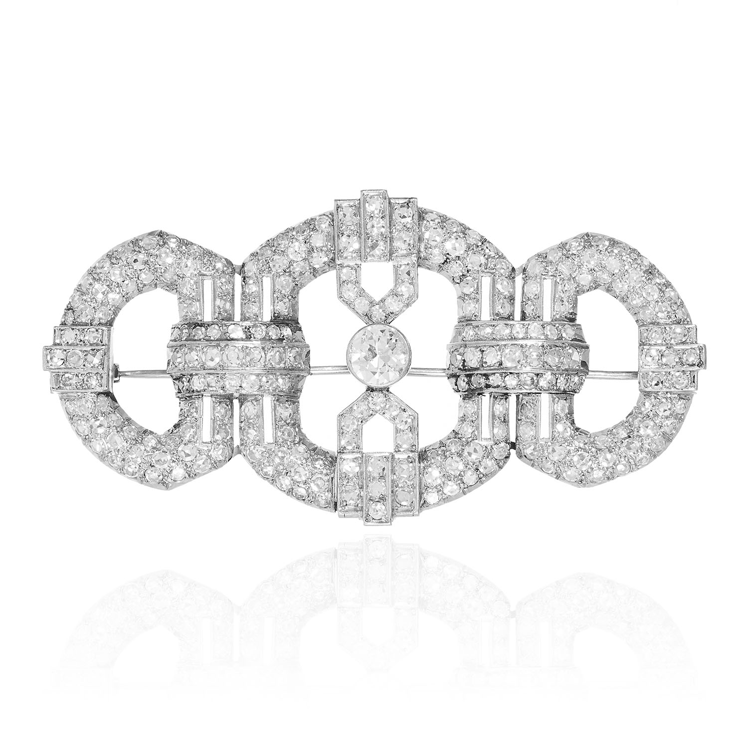 AN ART DECO DIAMOND BROOCH in white gold or platinum, the Art Deco design is set with a central