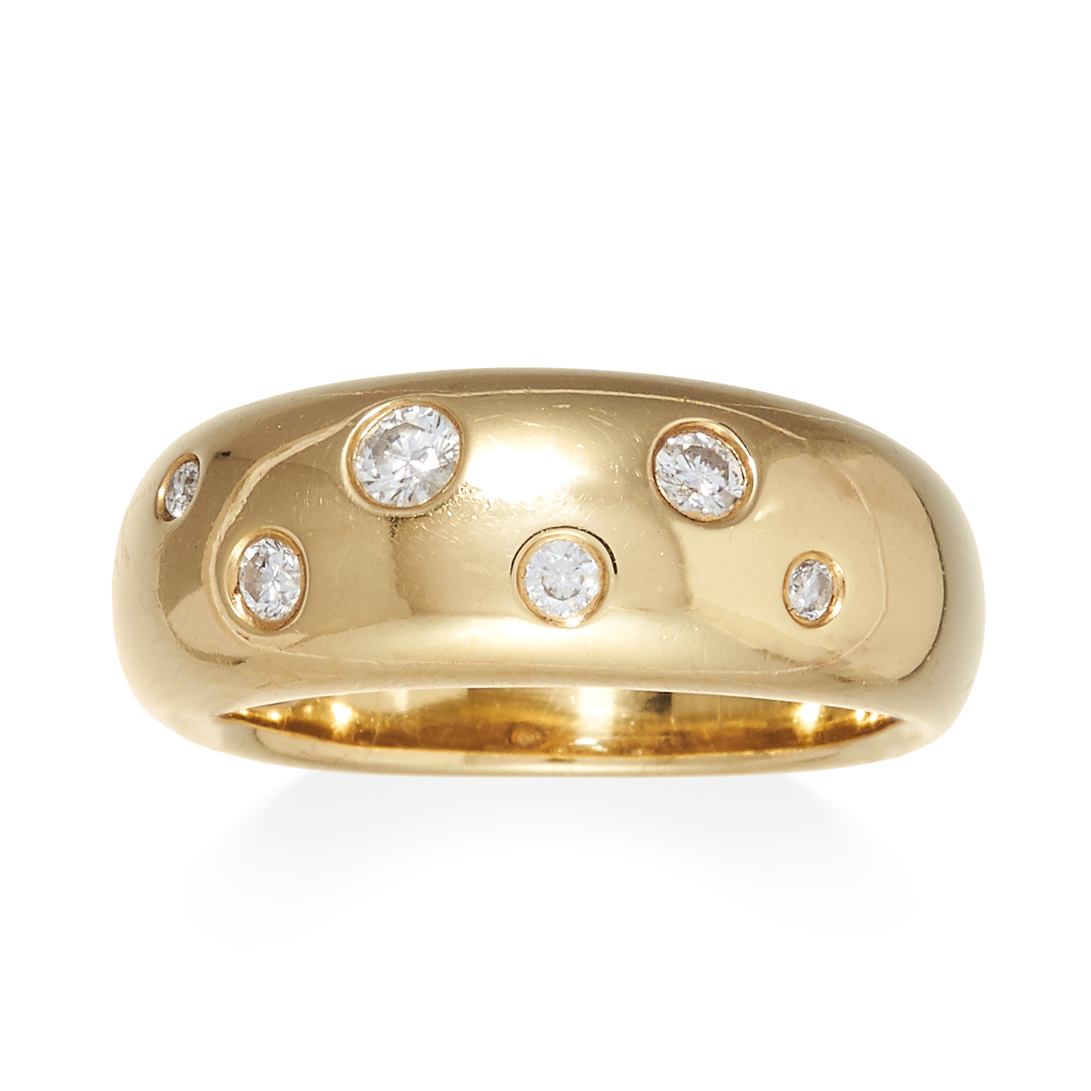 A DIAMOND BOMBE RING in 18ct yellow gold, jewelled with six round cut diamonds, stamped 18K, size