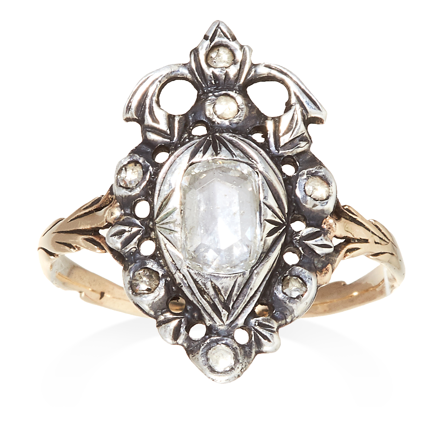 Los 35 - AN ANTIQUE DIAMOND RING, EARLY 19TH CENTURY in yellow gold and silver, set with rose cut diamonds,