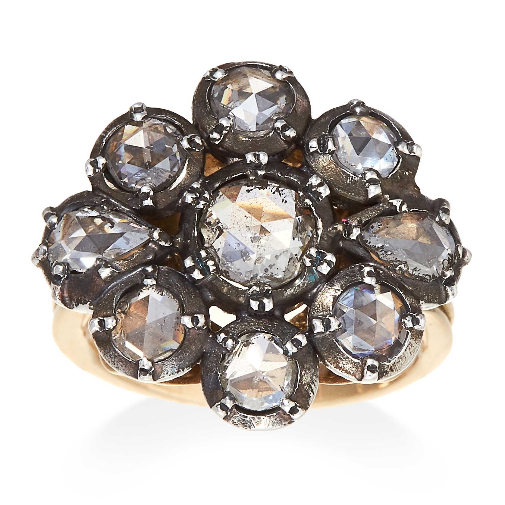Los 15 - AN ANTIQUE DIAMOND CLUSTER RING in yellow gold and silver, set with a cluster of nine rose cut