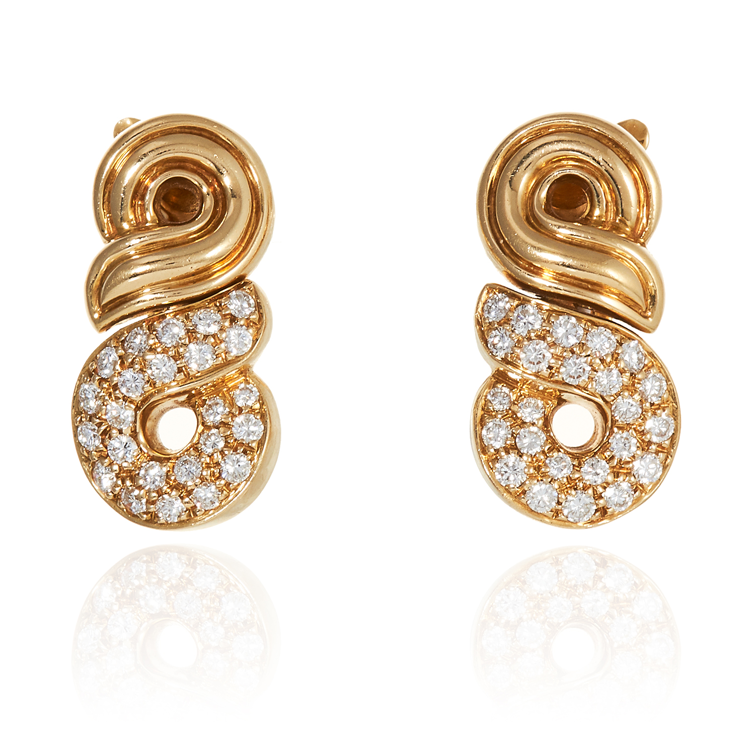 A VINTAGE DIAMOND EARRING AND NECKLACE SUITE, BOUCHERON in 18ct yellow gold, comprising of fancy - Bild 2 aus 2