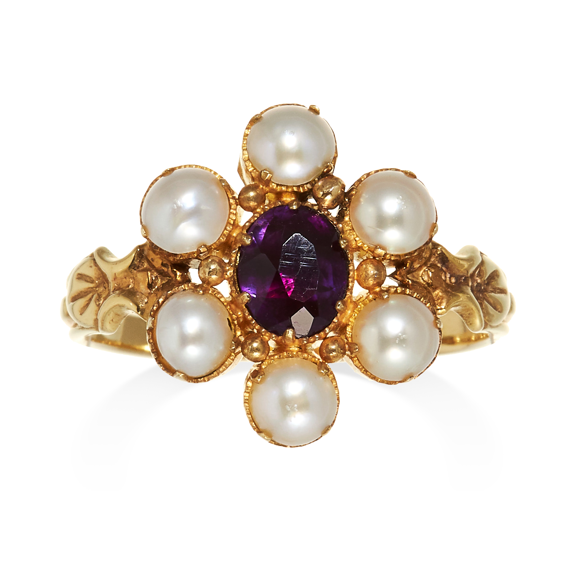 Los 50 - AN ANTIQUE AMETHYST AND PEARL CLUSTER RING in high carat yellow gold, set with an oval cut