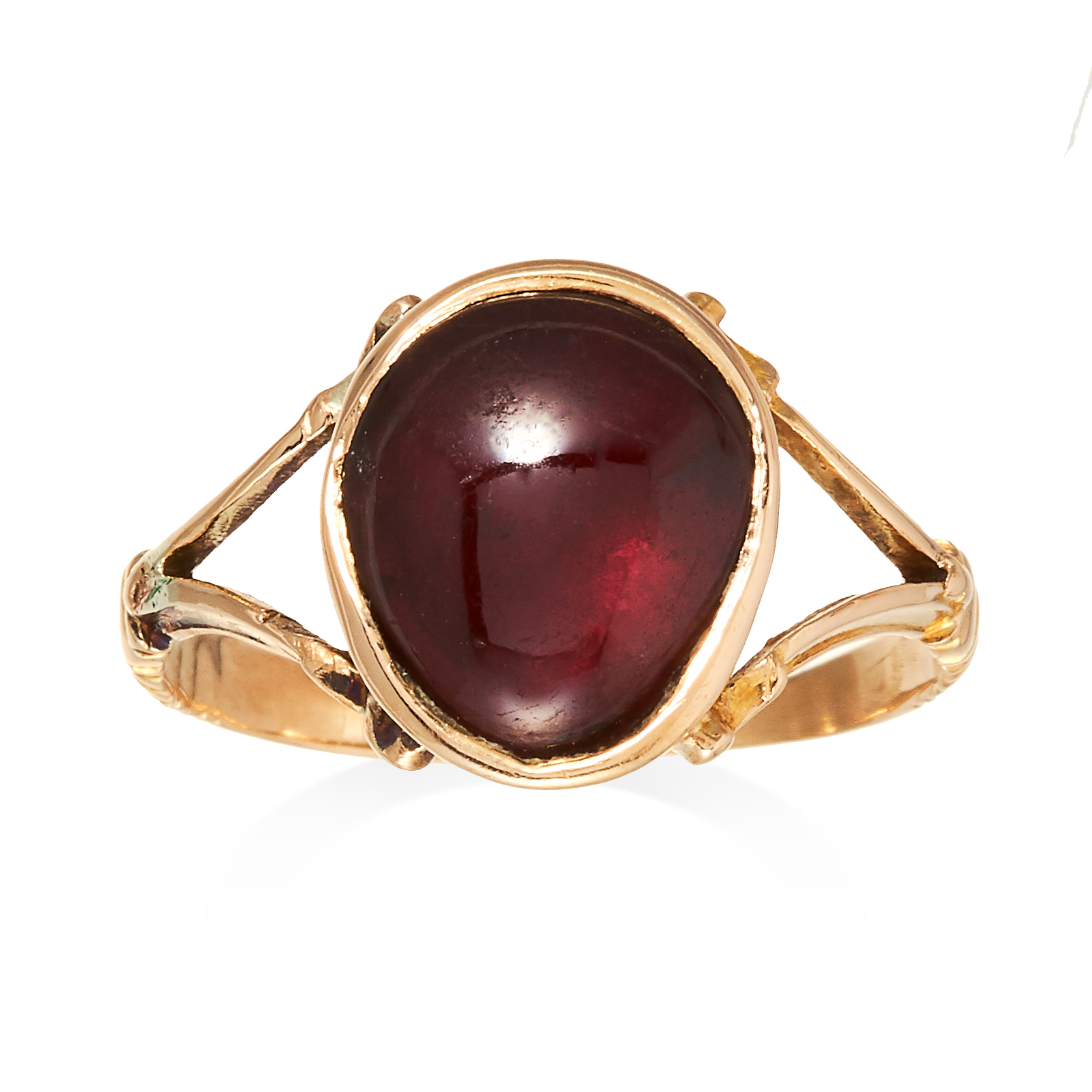AN ANTIQUE GARNET RING, 19TH CENTURY in yellow gold, set with a large oval cabochon garnet on a